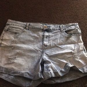 Forever 21 distressed jean shorts size 16